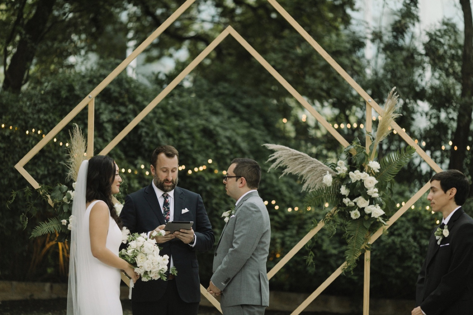 Unique ceremony in the garden of the Allen House