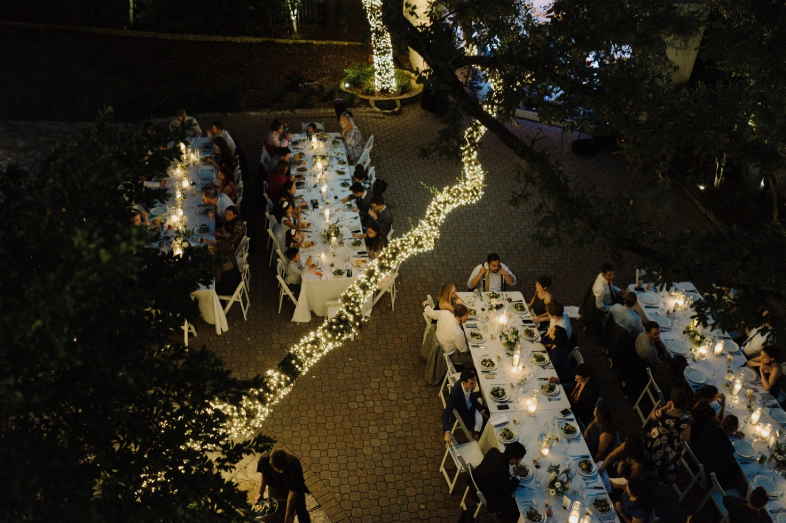 Outdoor candlelit reception at the Allen House white mansion in Austin